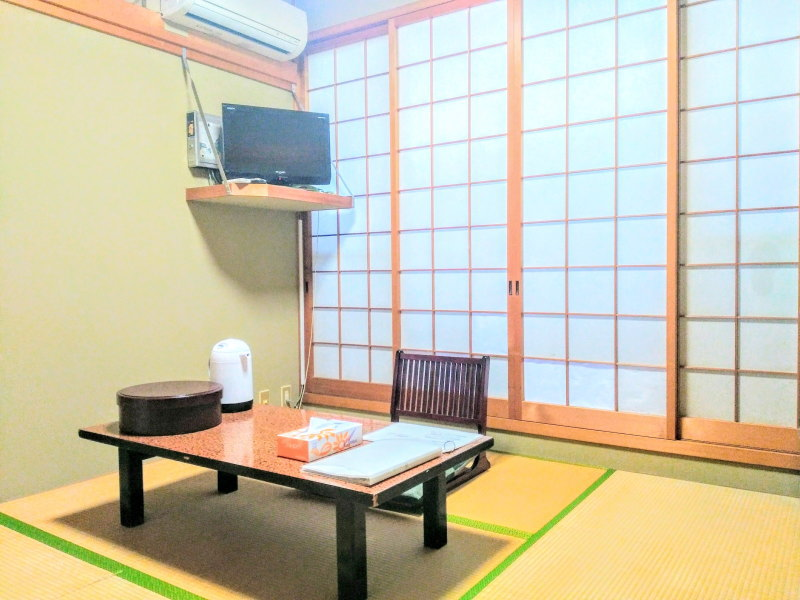 Japanese-style room (room between 4.5 tatami mat and 7 tatami mat room)